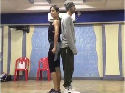 Katrina-Ranbir groove to 'Ullu Ka Pattha'