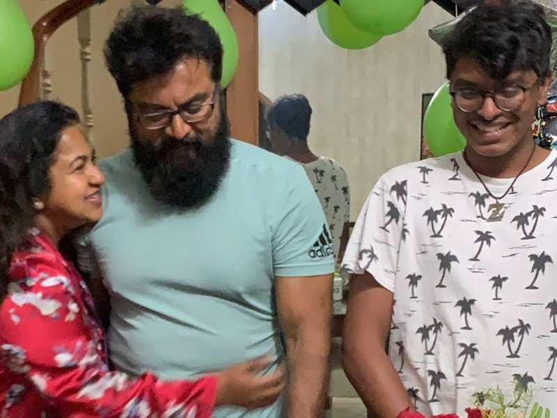 Sarathkumar celebrates his birthday with wife Raadhika and son at his home