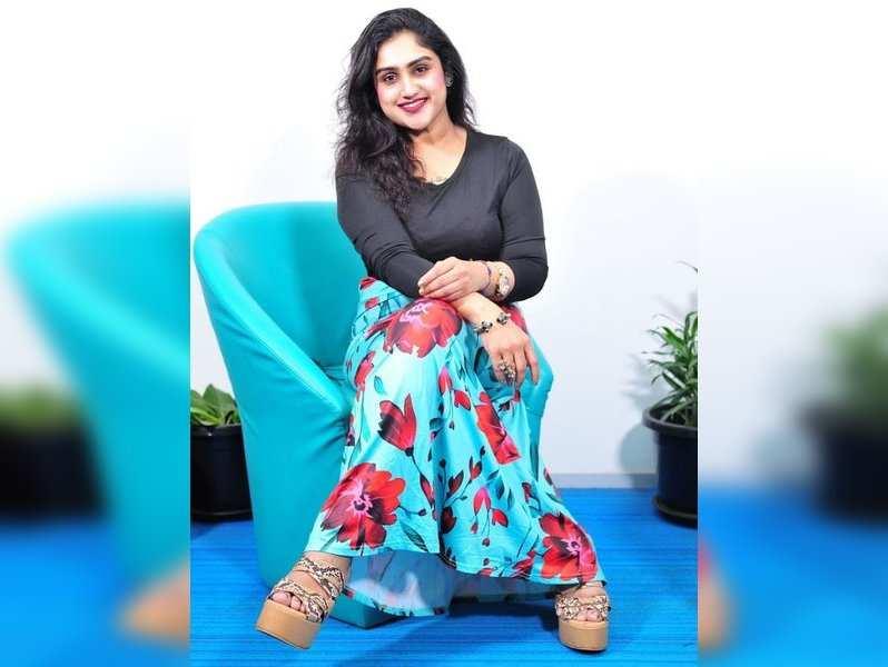 Vanitha lodges complaint against Ravindar, Surya Devi for cyberbullying
