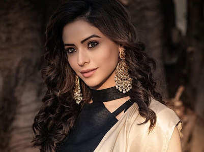Aamna Sharif's staff member tests COVID +ve