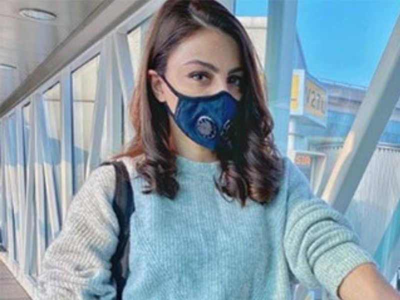 Soha Ali Khan took a flight recently but made sure she wore a mask, what seemed like a basic N-95 mask.