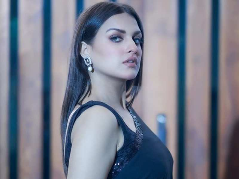 Bigg Boss 13's Himanshi Khurana undergoes Covid-19 test after being unwell for last two days