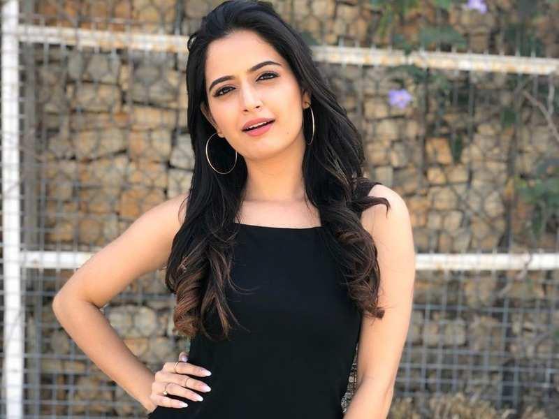 Watch: Ashika Ranganath's quarantine dance moves to Nora Fatehi's 'Kamariya' from 'Stree' are winning hearts