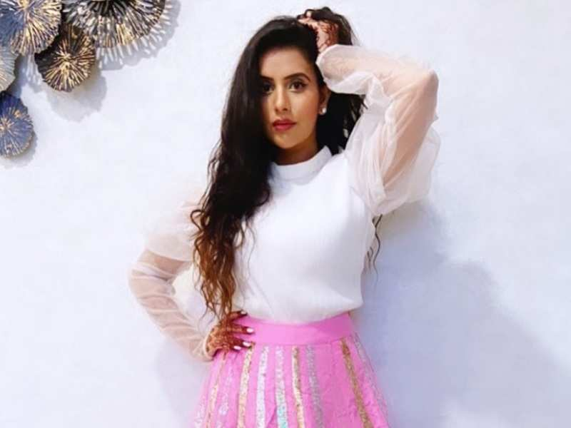 Charu Asopa shares a cryptic post amidst tiff with husband Rajeev Sen; shares, 'never argue with stupid people'