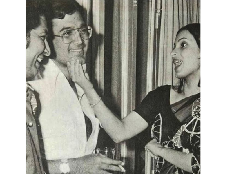 Twinkle Khanna remembers father Rajesh Khanna on his death anniversary; shares an unseen photo of the actor with Dimple Kapadia