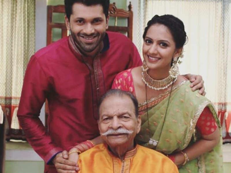 Actor Ashutosh Patki misses veteran actor Ravi Patwardhan on the set of  Aggabai Sasubai - Times of India