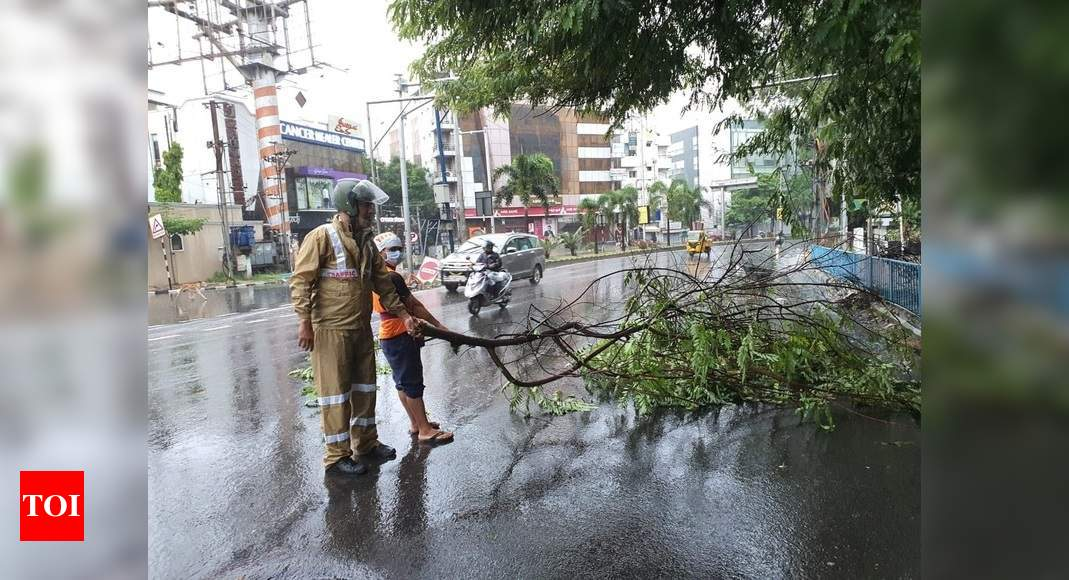 Heavy rain lashes parts of Kerala, IMD issues red alert