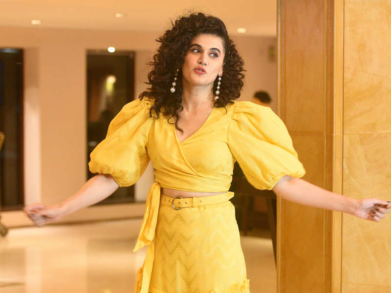Taapsee Pannu slams Kangana Ranaut, states that the 'Queen' actress never supported her when replaced in films