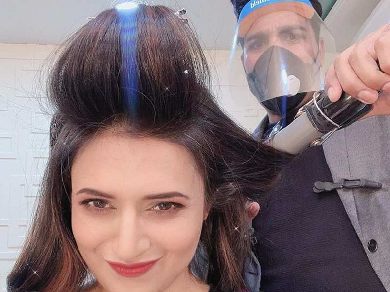 Divyanka Tripathi gets back to work post lockdown; shares photo of the new normal
