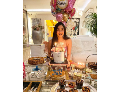 Kiara shares a happy pic with her b'day cakes