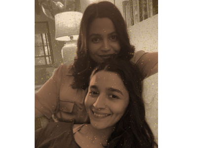 Alia & Shaheen's cute monochrome picture