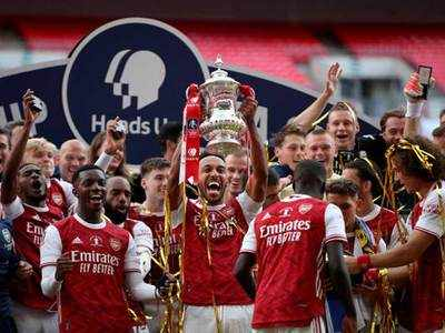 Aubameyang double helps Arsenal beat Chelsea for 14th FA Cup trophy | Football News