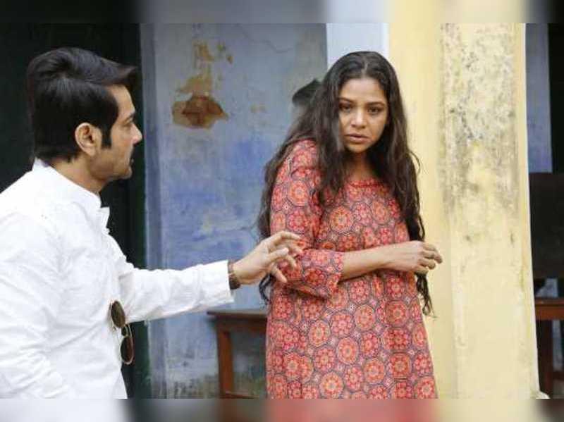 Prosenjit and Sudiptaa in 'Jyeshthoputro'