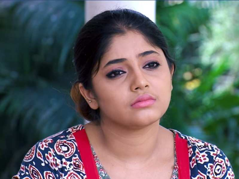 Thatteem Mutteem: Meenakshi suffers from depression, family members support her