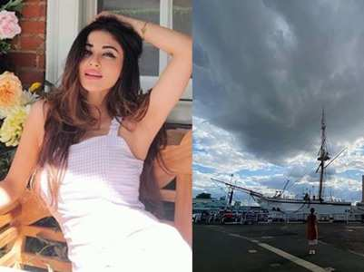 Proof that Mouni Roy is obsessed with skies