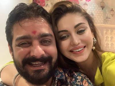 Shefali ties rakhi to Hindustani Bhau