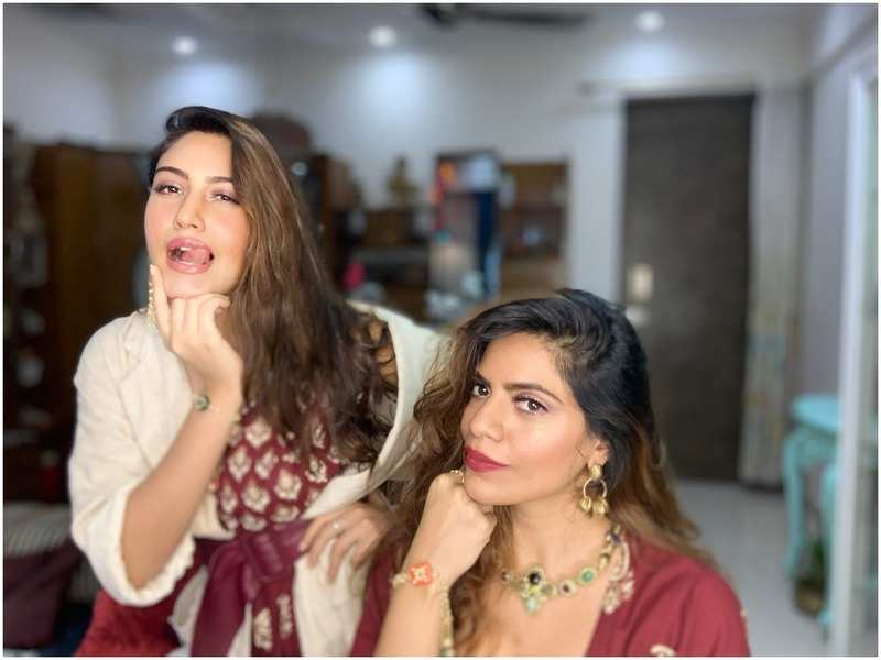 Surbhi Chandna and her sister Pranavi Chandna