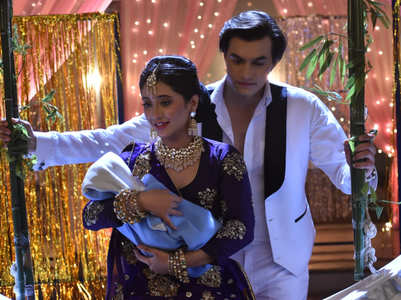 Kartik, Naira dress up as Salman-Madhuri