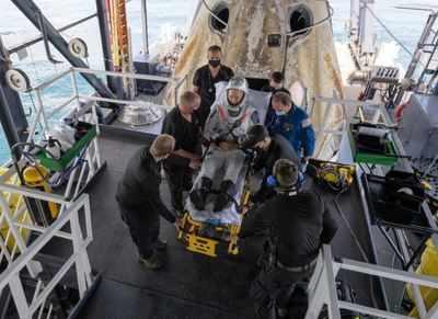 NASA astronauts describe noisy, jolting descent