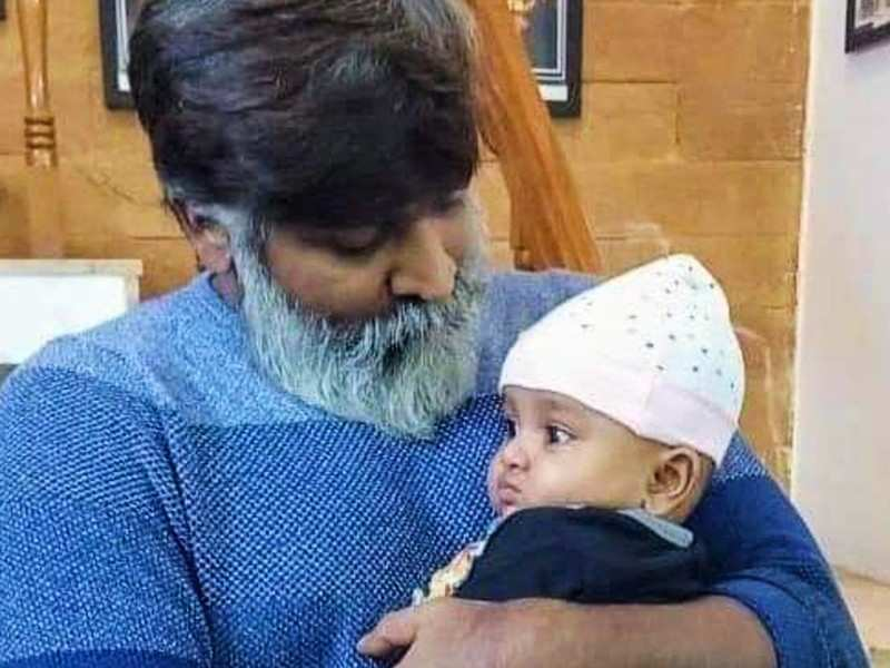 Cute and unseen face of Vijay Sethupathi, video goes viral