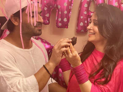 Shoaib bakes beautiful b'day cake for Dipika