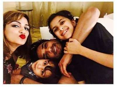 Pics of SSR with his sister, niece & nephew