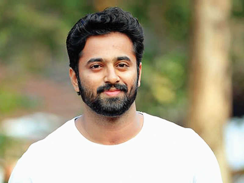 Unni Mukundan and his fan girl video is taking internet by storm