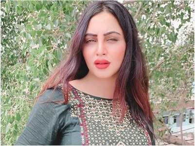 Arshi Khan's learning to cook from her mom