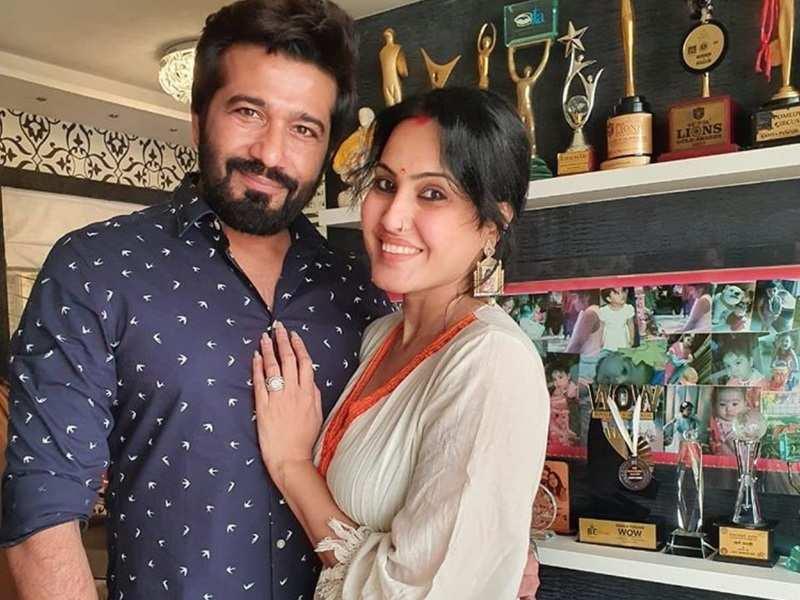 Kamya Panjabi and hubby Shalabh Dang celebrate their half wedding anniversary; he thanks her for 'lifelong love'
