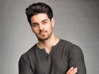Sooraj files police complaint for harassment