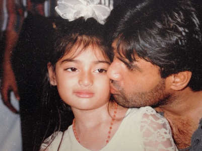 Athiya wishes dad Suniel Shetty on his B'day