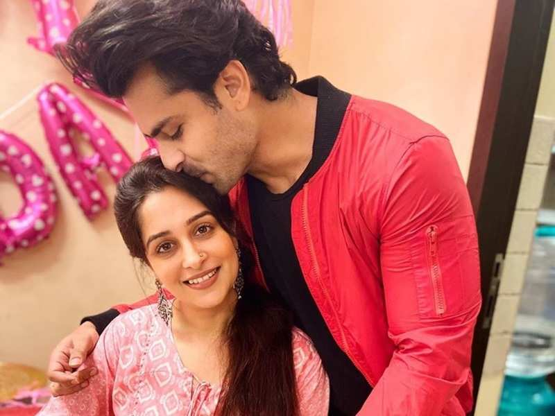 Dipika Kakar and Shoaib Ibrahim spread some love; give each other generous hugs in this video