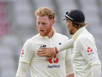 Pakistan lose five wickets to England as bad light cuts play short