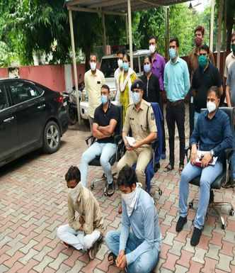 Two fraudsters who cheated people from 8 states held from Ahmedabad