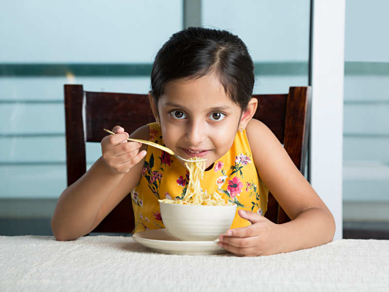 Do not use plastic cutlery for your kids. Here's why