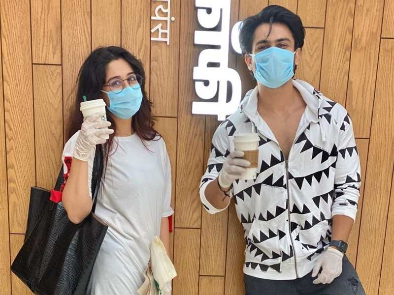Dipika Kakar and Shoaib Ibrahim step out for shopping and coffee in masks; see photos