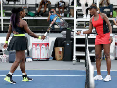 News Sports News Tennis News Serena rallies past Venus, builds confidence for US Open