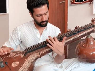 Video: Vicky plays 'Ae Watan' on sitar
