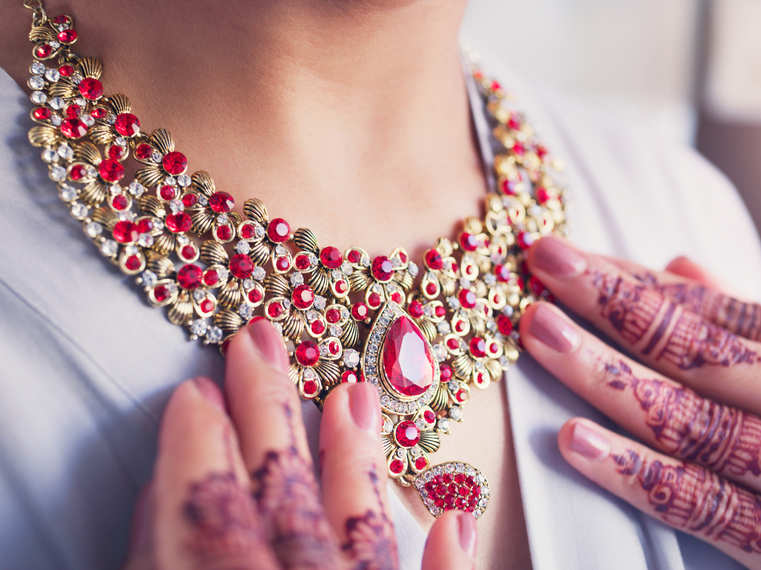 Must-have jewellery pieces for millennial brides