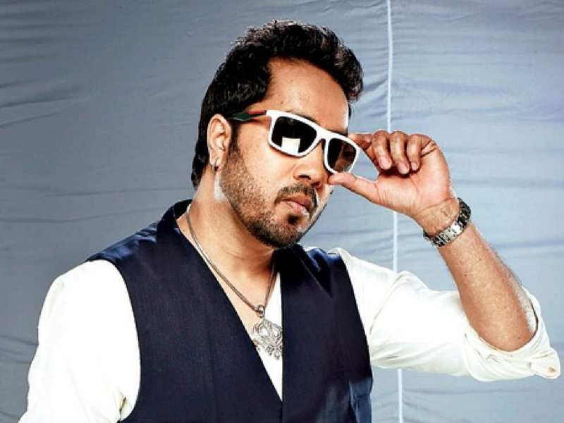 Mika Singh's solution to deal with trolling: A fake ID and some help from his staff