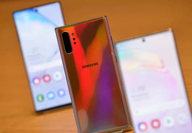Amazon is offering a discount of $100 on Galaxy Note 10 smartphone