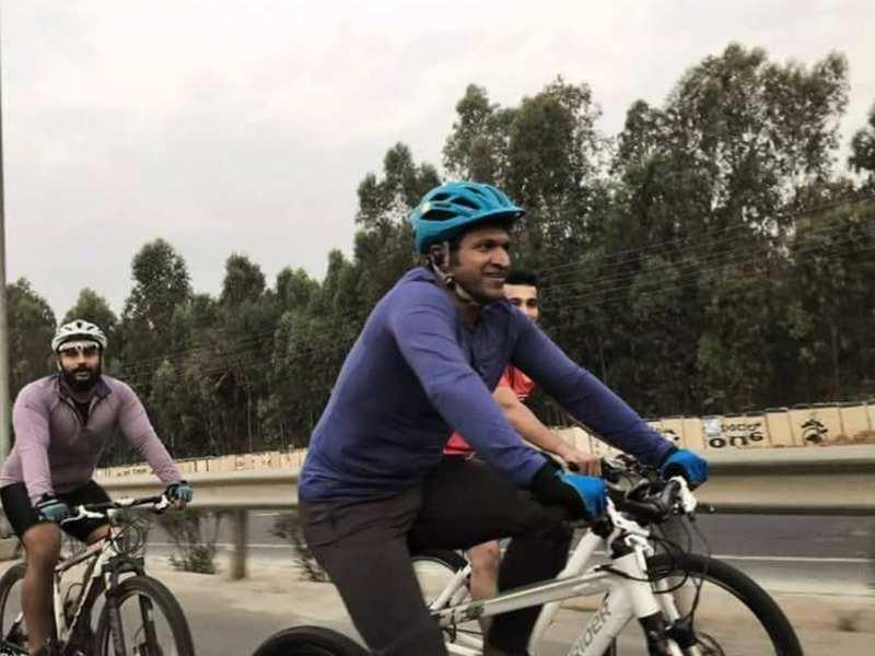 Watch: Puneeth Rajkumar takes a ride around Bengaluru in his bicycle