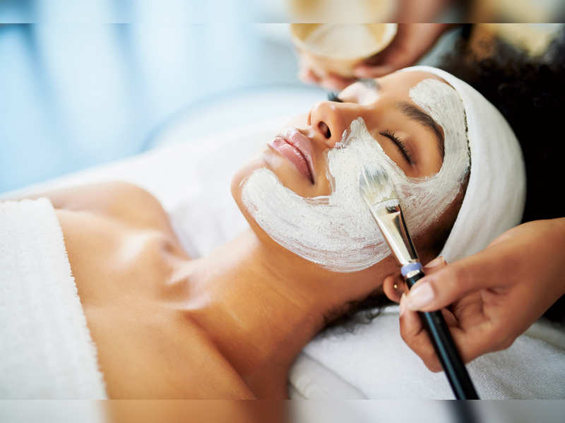 Salon facial vs Dermatologist facial: Which one is better?