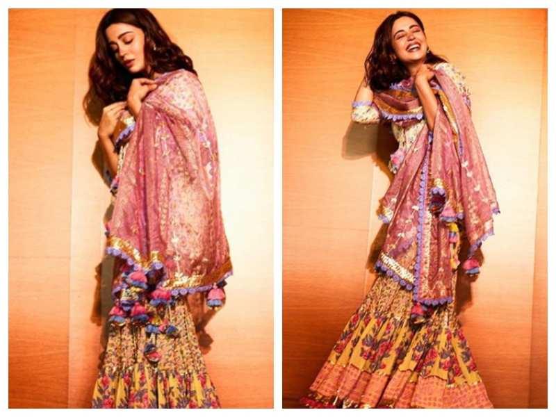 Photos: Nehha Pendse looks drop-dead gorgeous in her ethnic wear