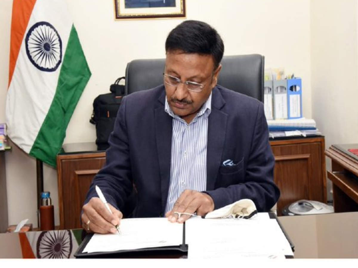 Rajiv Kumar assumes charge as new Election Commissioner of India | India  News - Times of India