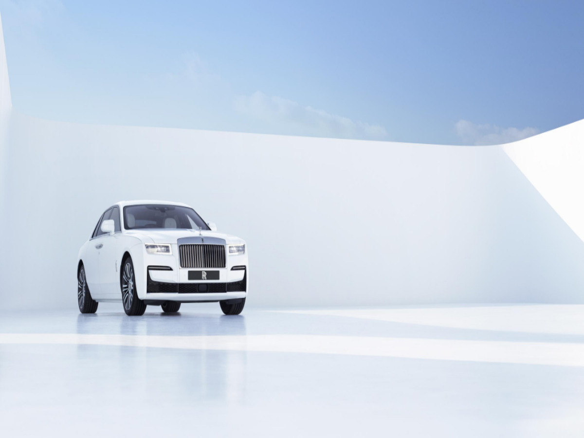 Rolls Royce Ghost Price Rolls Royce Launches Second Generation Ghost At Rs 6 95 Crore