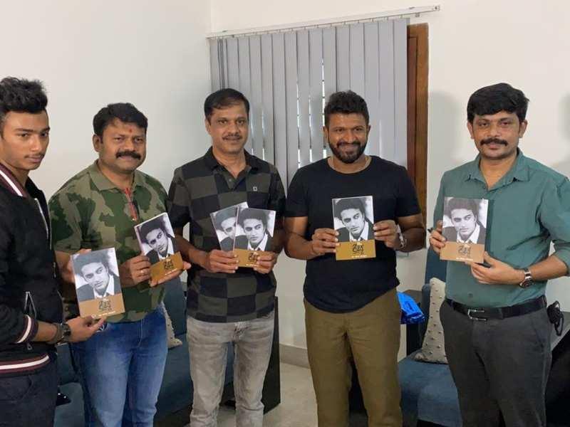 Kiccha Sudeep gets a surprise on his birthday; Puneeth Rajkumar unveils 'Kannada Manikya Kiccha' book
