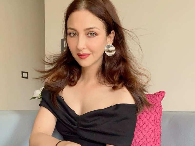 Bhabhi Ji Ghar Par Hain fame Saumya Tandon reacts to being a part of Bigg Boss 14 with this fun video