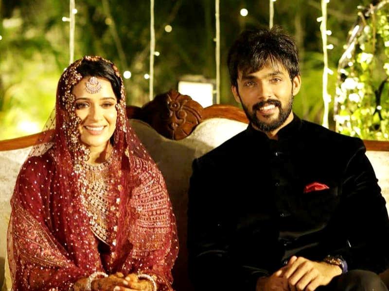 Bigg Boss Tamil 1 winner Arav Nafeez marries Raahei; Housemates Ganesh Venkatram, Bindu Madhavi, Suja Varunee and others join the celebrations (Photo - Instagram)