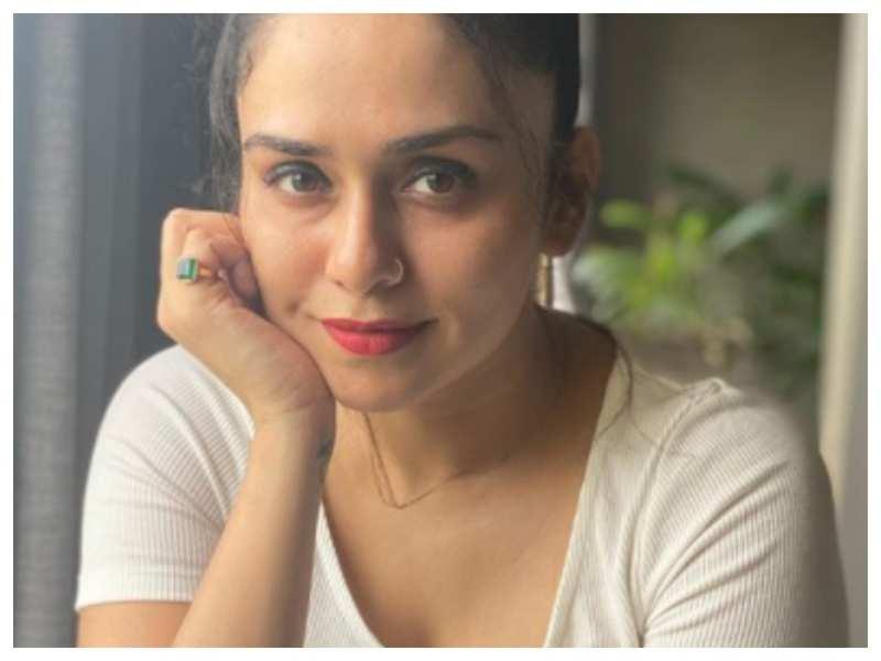 Amruta Khanvilkar shares a stunning selfie; Tejaswini Pandit comments 'Glowing like a Moon !'